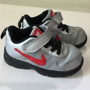 Nike baby boy gray shoes size 6c